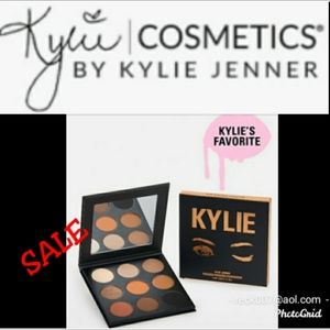 🏷SALE🏷Kylie Pressed powder pallet